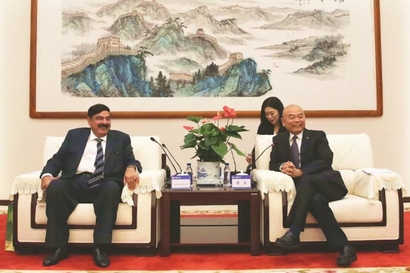 President CHEN Yun Meets With Pakistan Railway Minister